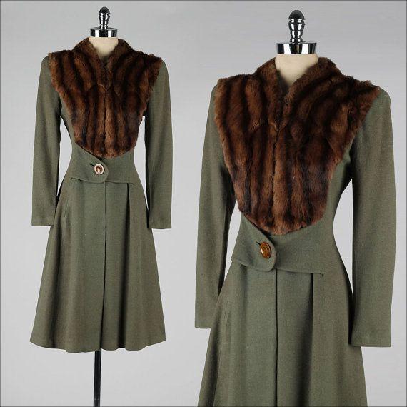 vintage 1940s coat . olive green wool gabardine . fur trim . 3866