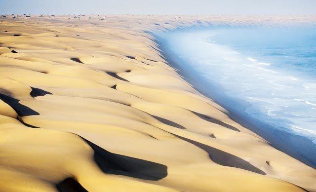 Encuentro del desierto de Namibia con el mar