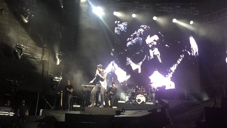 "Chayanne Sings ""Salome"" With His Fans in Costa Rica"