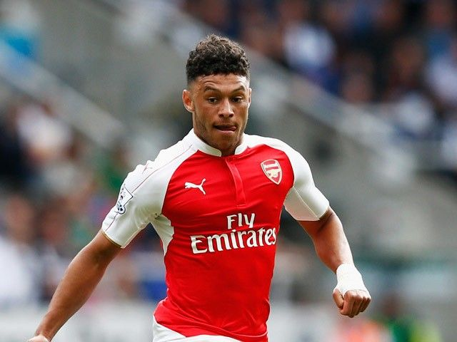 Report: Liverpool set sights on signing Arsenal duo Oxlade-Chamberlain, Szczesny