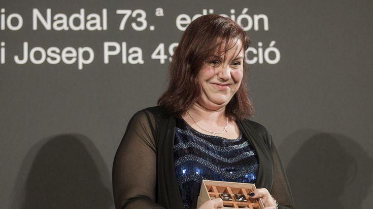 Entrevista a  la ganadora de la 73 edición del premio Nadal de novela, Care Santos, Noticias 24 horas online, completo y gratis en A la Carta. Todos los informativos online de Noticias 24 horas en RTVE.es A la Carta