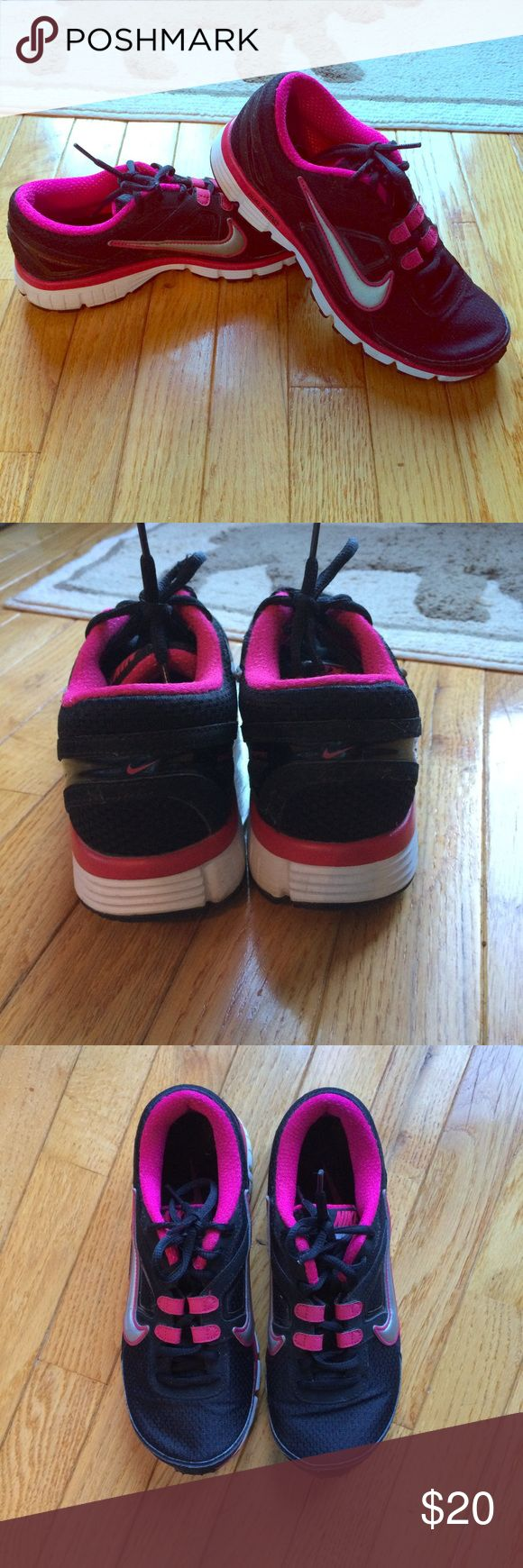 Nike dual fusion running shoes Nike dual fusion running shoes. Size 8. Black and pink. Good used condition. Smoke free home. Nike Shoes Sneakers