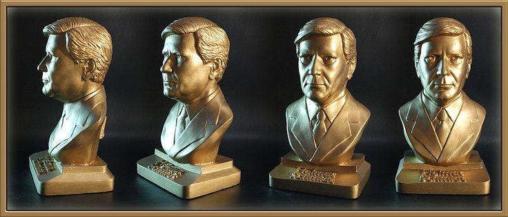 Helmut Schmidt Version color gold #bundeskanzler #art #kanzler #bust #sculpture #figure #helmut #schmidt
