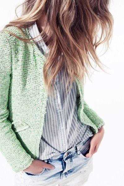 chaqueta verde + camisa