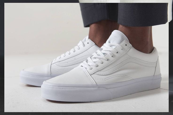 Fresh white @vans_europe from @farfetch  Head over to thestylesiblings.com to see how I styled them .  by @dumashaddad . #farfetch #vans #streetluxe #streetluxe #thestylesiblings #londonblogger #londoninfluencer #digitalinfluencer #ukblogger #ukinfluencer #londonstyle #mrflyy #vanseurope