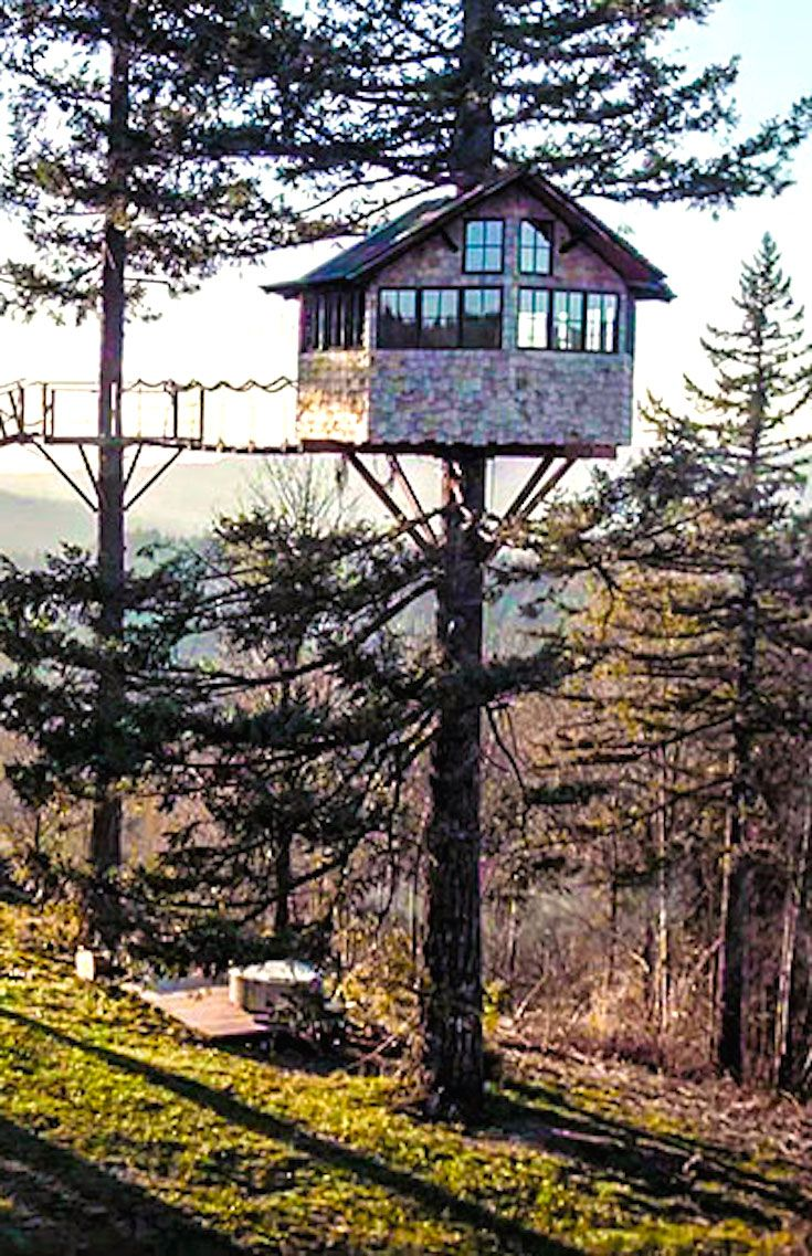 Photographer Fulfills His Childhood Dream And Builds A Luxury Tree House To Live In