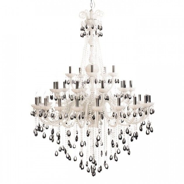 Straale® Victoria 35A Stor Hvit Lysekrone, Sorte Krystaller | Lamper & Lysekrone på nett - Lunelamper | Nettbutikk #lysekrone #storlysekrone #lunelamper #lamper