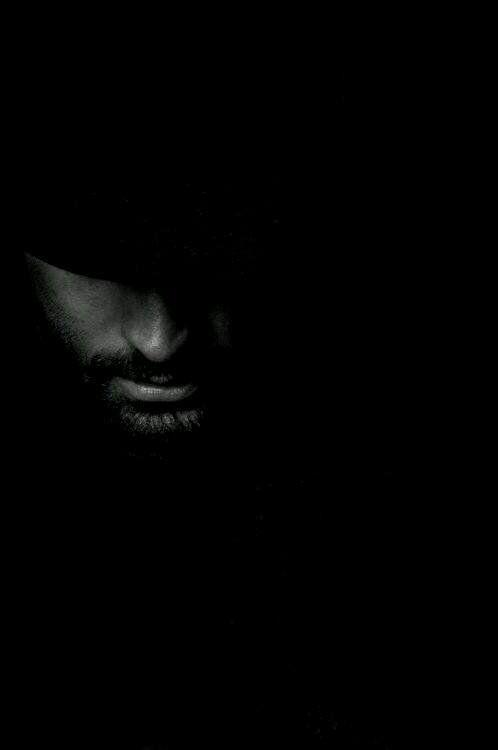Sights and Strangers // Shadow Portrait Zippertravel.com