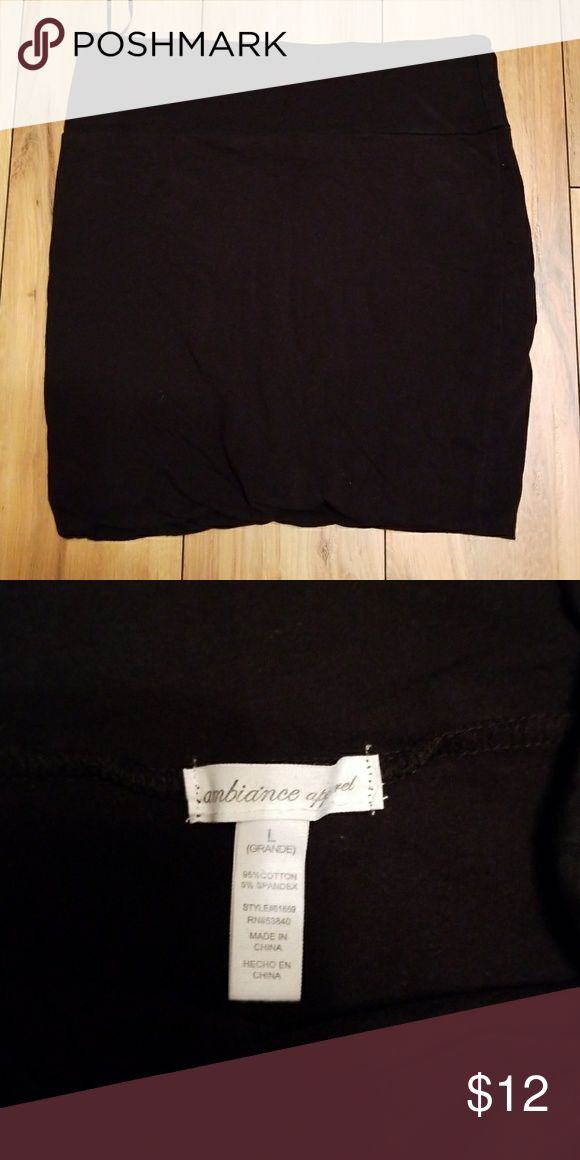 Jersey mini skirt Black soft jersey cotton mini skirt. Sz L. Double layered for smoother look, wide waist band (like yoga pants almost). Super comfy, doesn't ride up. Worn a few times but in great condition, no flaws or fading. ambiance apparel Skirts Mini #yogapants