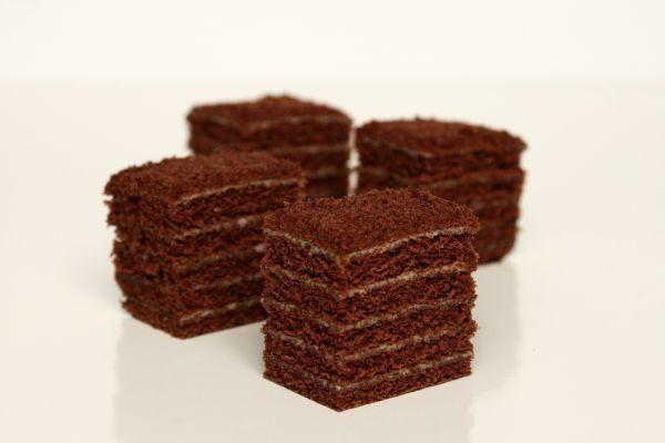 Medovník s čokoládou (in czech language)