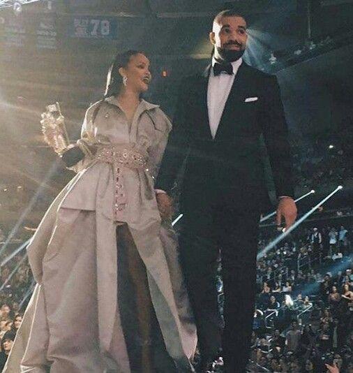 Rihanna & Drake @ 2016 VMAS