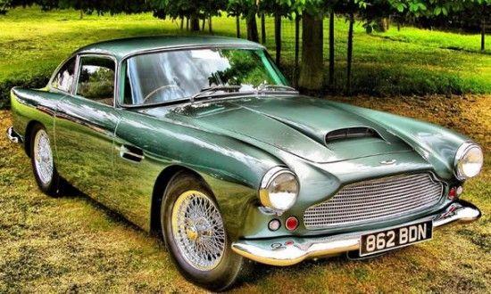 A CLASSIC GREEN CAR