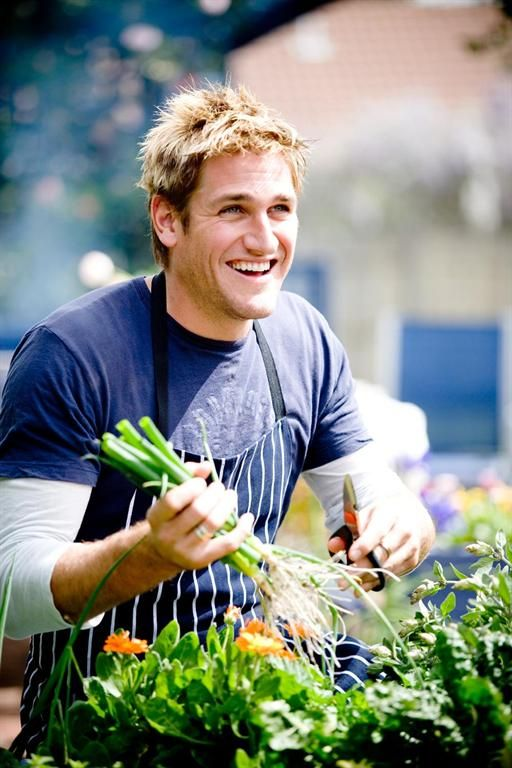 Curtis Stone is a chef, author and TV personality. His philosophy is to cook as Mother Nature intended—buy local, seasonal and organic ingredients, keep recipes simple and allow the food to speak for itself. My favorite shows were Take home Chef and Surfing the Menu!
