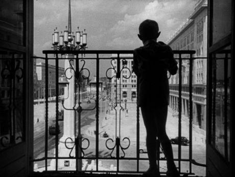Warsaw 1952/ Warszawa 1952, centrum [video] (REPOZYTORIUM CYFROWE FILMOTEKI NARODOWEJ) #warsaw, #poland, #town
