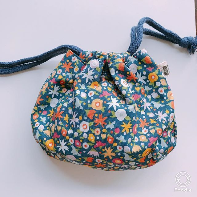 またまた#素敵便 です💓 @apaiser_wakaba さんから素敵な巾着袋‼︎ と言いますか、私の晒をご購入していただいたのにもかかわらずお品が届くって?!😣すごく嬉しい!!!けどなんだか申し訳ない!💦💦 でも巾着ってすごく使い勝手いいんですよね😆❤️バックの中に何個あってもいい!子供の細々したものを入れておくのに重宝します😍🙏 たくさん使わせていだきます!!! 本当にありがとうございました😊😊💓 #刺し子 #igの出会いに感謝