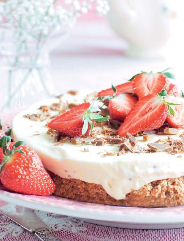 Islagkage med Daim og jordbær