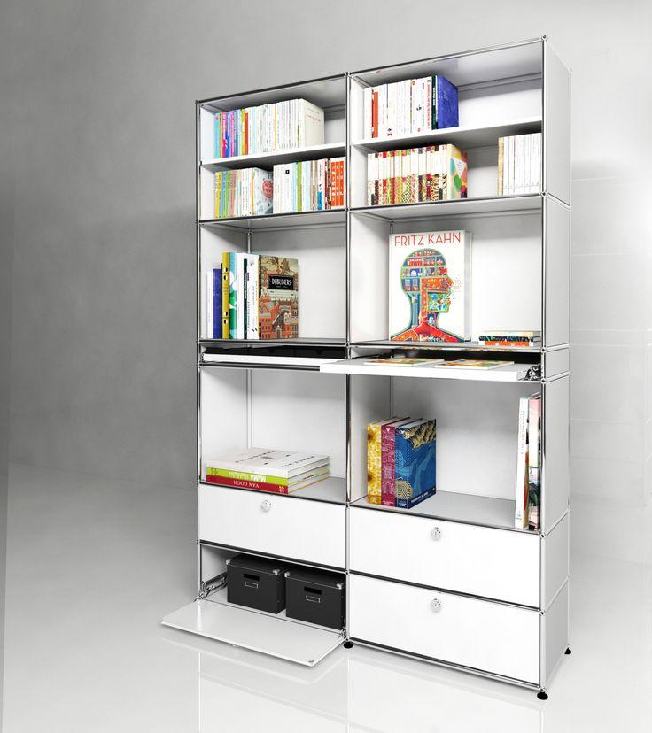 Bibliothèque USM Haller avec quatre portes abattantes et deux plateaux coulissants. Dimensions L/P/H : 1536/386/2176 mm. Modèle présenté en blanc pur.