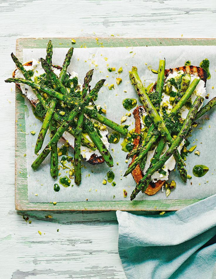 Enhance your lunch with a seasonal asparagus dish