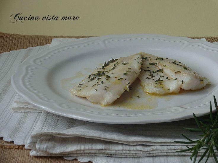 I filetti di merluzzo al vino bianco: una ricetta facile, gustosa e saporita che vede la sua perfetta riuscita grazie all'utilizzo di un buon vino bianco!