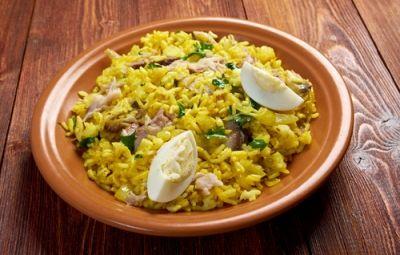 Il kedgeree è un piatto che ho scoperto in India e che fa parte della tradizione gastronomica del paese. Oltre ad essere delizioso ha un alto valore nutrizionale perché molto sostanzioso grazie alla presenza del riso basmati unito al pesce e alle uova sode.