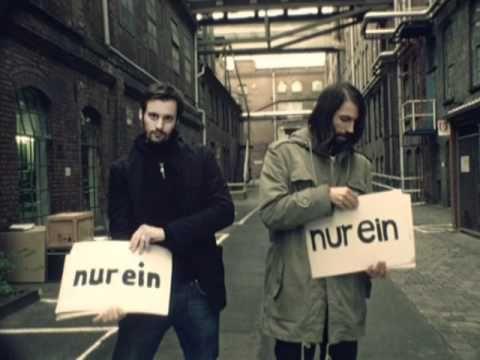 Wir Sind Helden - Nur Ein Wort (Video) - Fun music video by German pop band 'Wir Sind Helden' providing a sort of 'flash cards' of the song's lyrics. Worth checking out!