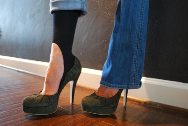 brilliant!!  KEYSOCKS -kneesocks that aren't seen with your favorite flats or heels!!!