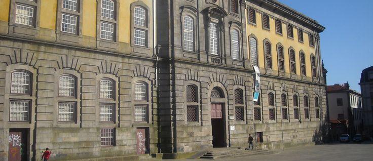 http://mundodelivros.com/casas-famosas/ - Neste post, pegamos no mapa e fomos por Portugal fora para revisitar o local onde alguns dos nossos escritores favoritos escreveram, viveram e alguns até mesmo morreram. Entre connosco nas casas famosas de alguns dos escritores portugueses mais emblemáticos da literatura!