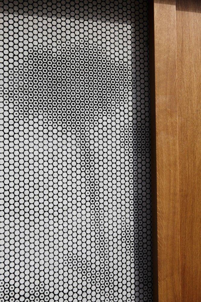 Subtle & refined way to create graphics    Pünktchen / Güth & Braun Architekten + DYNAMO Studio