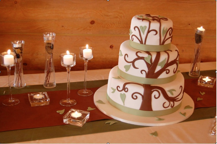Like the two table runners on top of each other.  Tree themed wedding cake.