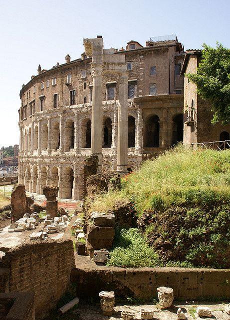 Rom, Via del Teatro di Marcello, Marcellus-Theater und Apollo-Tempel des Sosius (Theatre of Marcellus and Temple of Apollo Sosianus)   Flick...