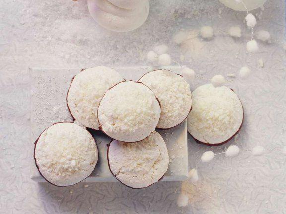 Zauberhafte Kokos-Makronen  http://eatsmarter.de/rezepte/kokos-makronen-0