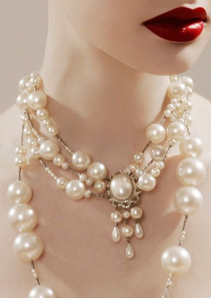: Lips Color, Red Lipsticks, Fashion, Vintage Pearls, Pearls Necklaces, Makeup, Jewelry, Beauty, Accessories