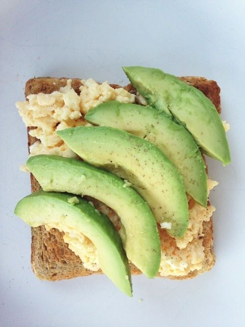Avocado and eggs on whole wheat toast is a healthy low gi breakfast idea!