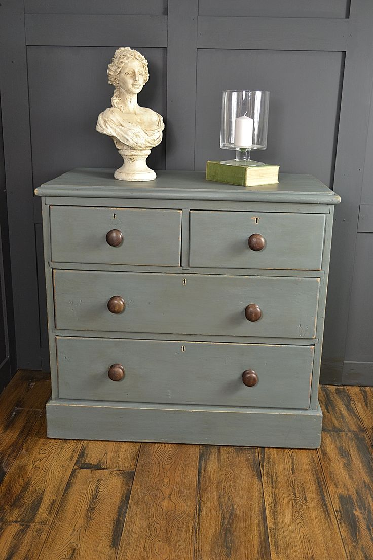 This antique pine chest of drawers has been painted in a mix of Annie Sloan Abbusson Blue & Coco, creating a sophisticated blue/grey colour. Paris Grey has been used Inside the drawers, with the handles being left in their original dark wood, enhancing this stunning piece.