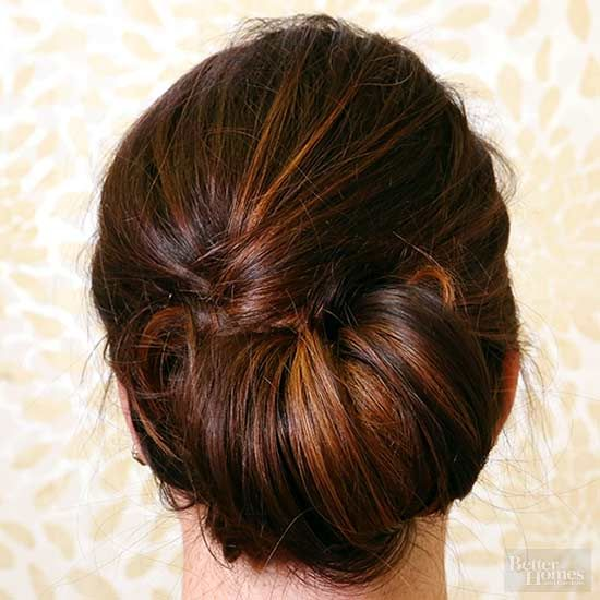 Traveling for a wedding or just run out of time before a big event? No worries -- we've outlined an easy updo that takes just moments to perfect./
