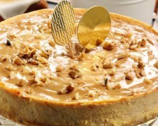 Cheesecake de fêtes au caramel et noisettes caramélisées : http://www.fourchette-et-bikini.fr/recettes/recettes-minceur/cheesecake-de-fetes-au-caramel-et-noisettes-caramelisees.html