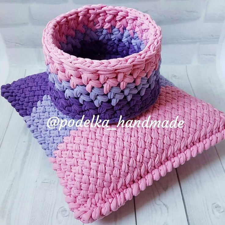 "357 Likes, 13 Comments - Vanessa Eduardo (@passa_la_em_casa) on Instagram: ""Para inspirar o domingo! . . By @podelka_handmade . #crochet #crochetaddict #handmade #crocheting…"""
