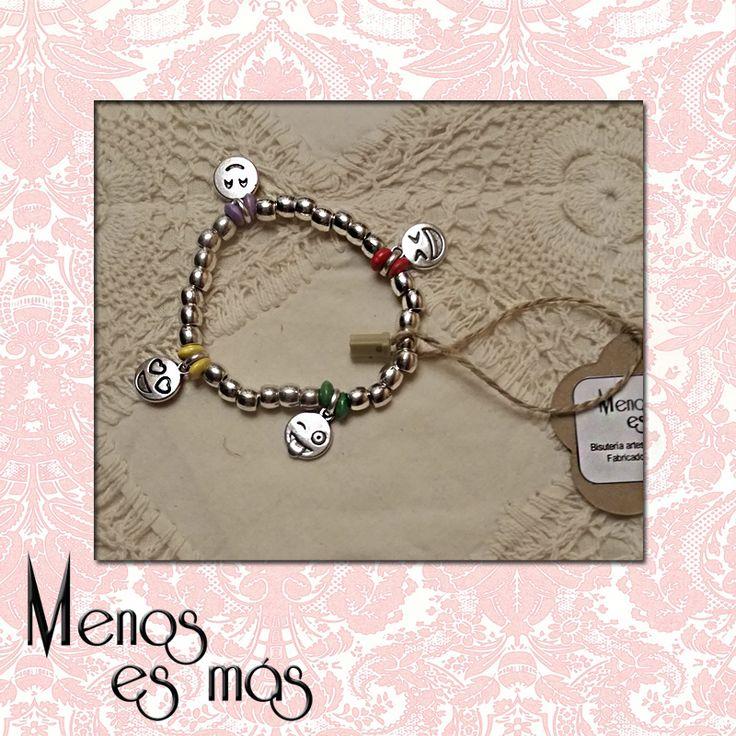 Pulsera Emoticons. Made in Spain. www.menosesmasmoda.com