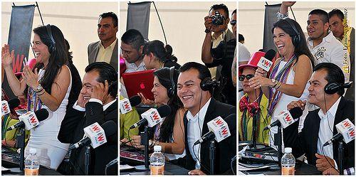 Nezahualcóyotl, Méx. 09 Mayo 2013. Martha Debayle y el alcalde Juan Zepeda trasmitiendo en vivo desde Neza por W Radio, que se escucha por la estación 96.9 de frecuencia modulada y por Internet.