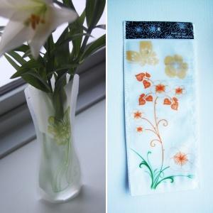 Foldbar vase - gul/grøn/orange blomster, 20,-