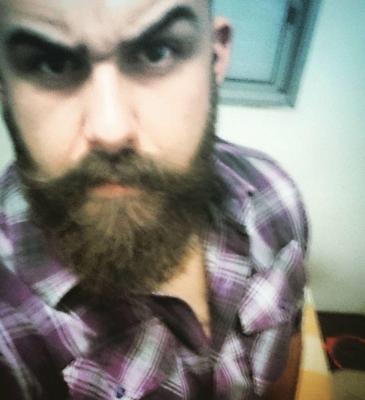 E é um longo caminho de volta aos dezessete... os sussurros se transformam em gritos e eu não estou voltando para casa... #nightmares every night... #beard #bearded  #barba #Barbudo #fanfab  by murillobarba_96