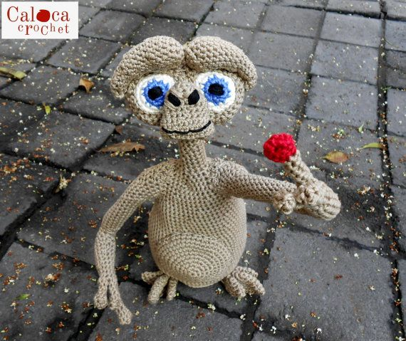 E.T. the extraterrestrial amigurumi pattern. By Caloca Crochet