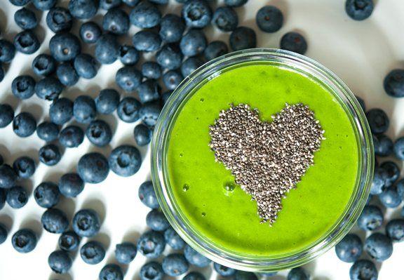 Chia-Samen mit optimalem Nährstoffgefüge und mehr Omega3-Fettsäuren als Lachs - ideal im Grünen Smoothie und perfekte Zutat für vegane gesunde Desserts.