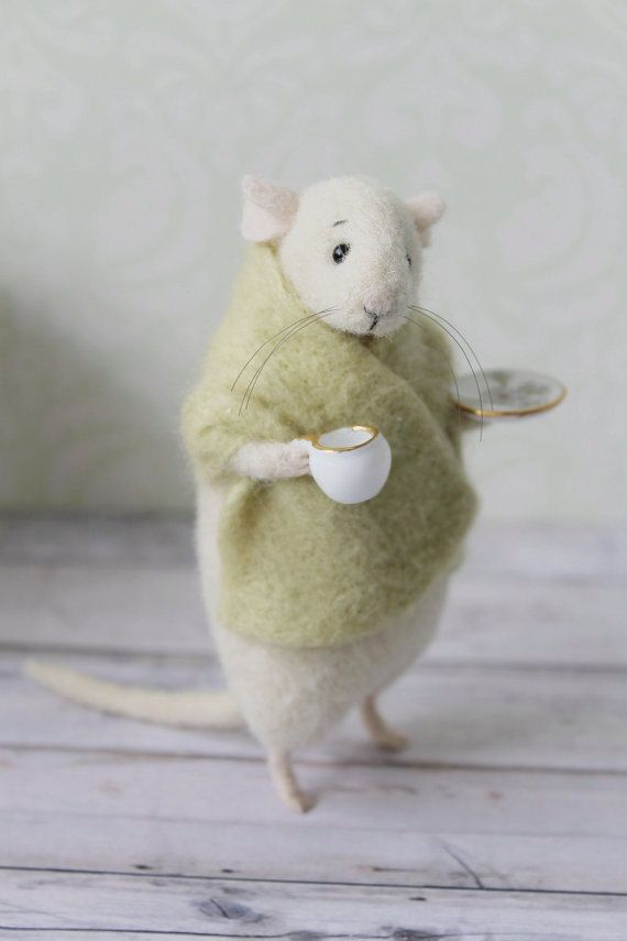 This lovely little mouse is handmade from high-quality merino wool (produced in New Zealand) using needle felt techniques. You get it holding a porcelain cup and the saucer (a real porcelain, not plastic).  Inside there is a wire frame, which makes paws and tail flexible. All of my mice are perfectly felted and will never loose their cuteness.   This mouse is MADE TO ORDER, just give me 10-14 days to make you the same one, no less pretty than this :)   Size is about 10 cm high.  This little…