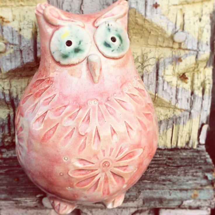 Свистулька. Сова имеет обтекаемую форму, они довольно прочные, толстенькие, покрыты плотным слоем глазури. Из-за своих формы и размера совы особенно приятно звучат, нравятся детям, но не очень подходят в качестве подарка детям до пяти лет, великоваты. #свистулька #сова #керамика #окарина #свистулька из глины #глиняная свистулька #купить свистульку #керамическая свистулька   Высота совы - 7-9 см.