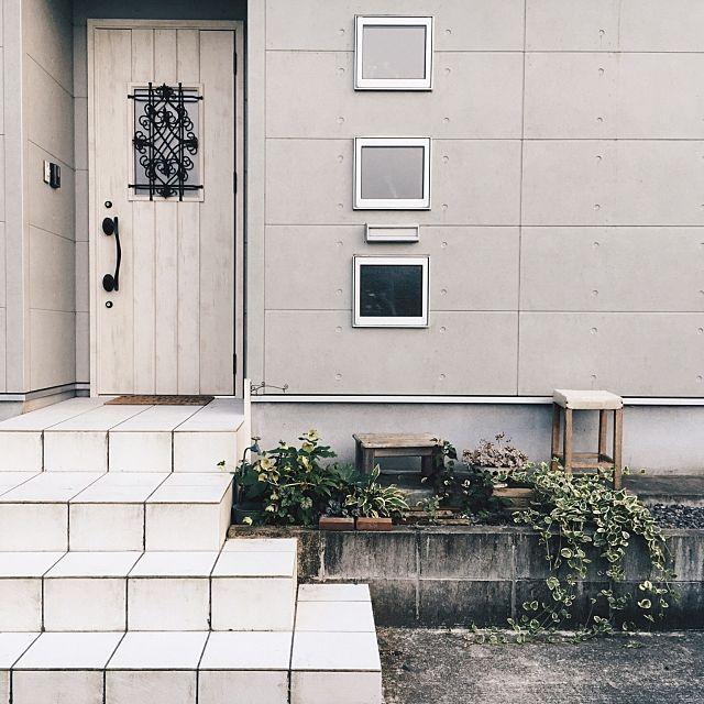 【玄関インテリア実例】スッキリ収納術から素敵レイアウト教えます!