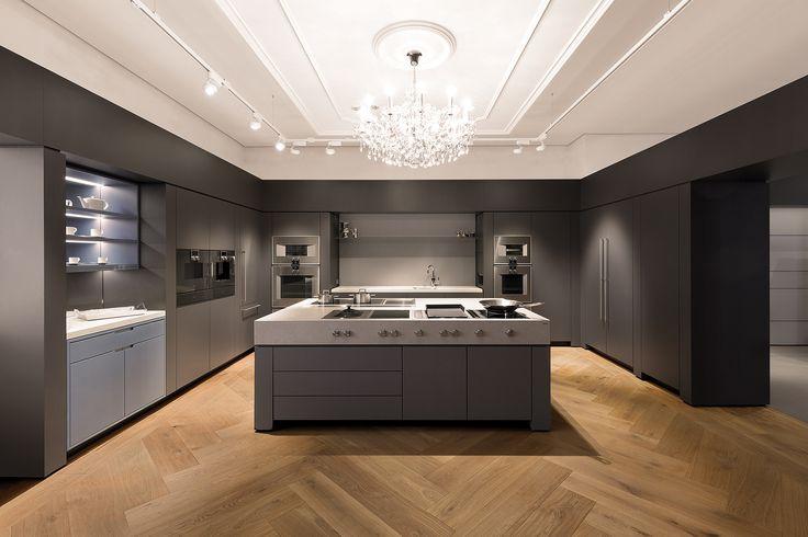 ceiling: Più alto 3d || Chandelier: Swarovski + Manufaktur Dotzauer || Kitchen: Gaggenau