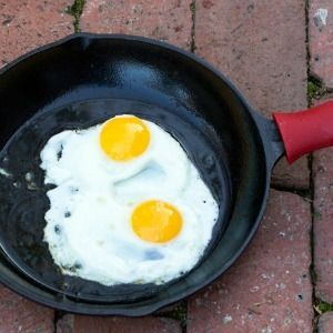 4 Tips for Cooking Eggs in Cast Iron - MightyNest for Schools