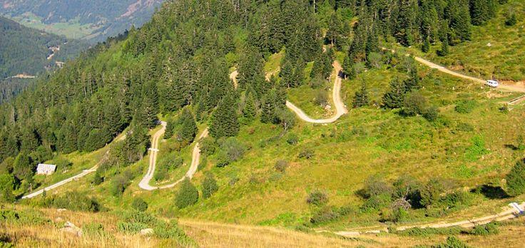 Para recorrer la Vall d'Aran en coche, le proponemos diversas rutas para que no se pierda ninguno de los rincones y de las bellezas que esconde este territorio.