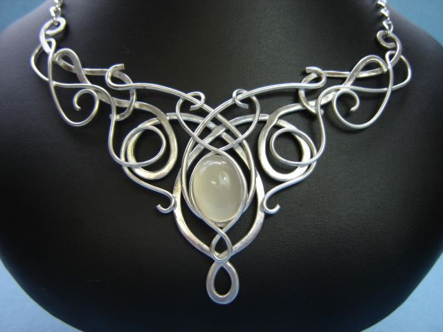 Beautiful wire-smithing circlet by Elnara's Medieval Bridal Fashons.